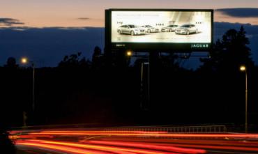 Reklamní firmě BigBoard Praha klesly tržby o stovky milionů