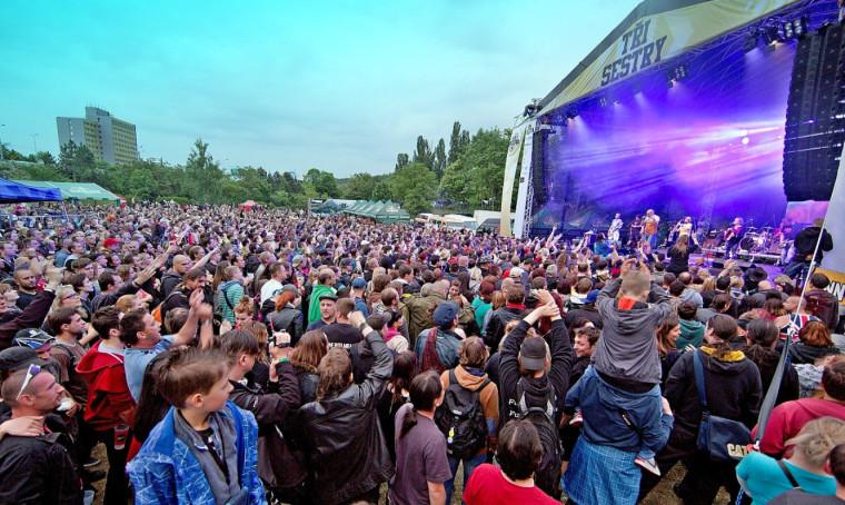 Na open air koncerty bude moci přijít bez omezení kapacity až 2 tisíce lidí