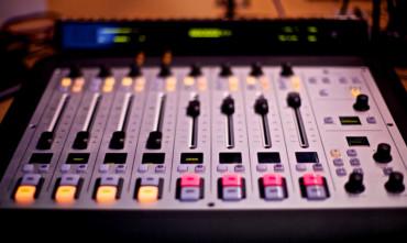Zemětřesení na rádiovém trhu, z čela velké stanice odejde ředitel