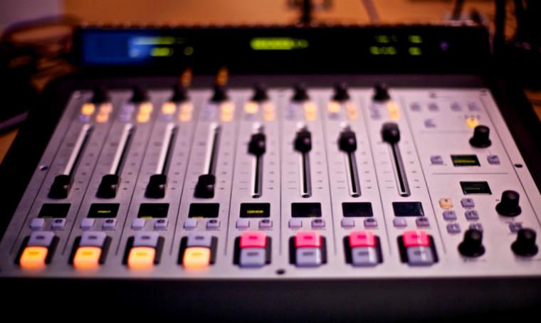 Rádiové investice inzerentů překročily 800 milionů korun