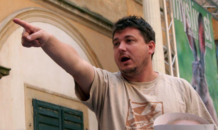 Sarkastický režisér Sedláček začal točit vztahovou romantickou komedii